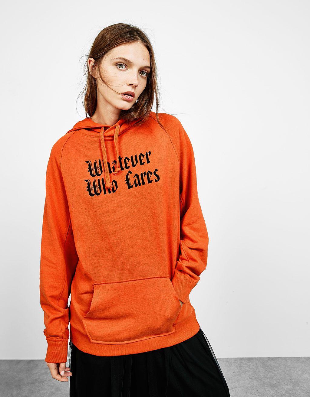 obtener online vívido y de gran estilo cómo llegar Sudadera naranja letras góticas | ⋆ C L O T H E S ...