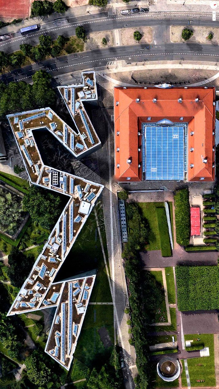 daily overview captivating satellite images of earth museum berlin parkett und ausstellungen. Black Bedroom Furniture Sets. Home Design Ideas