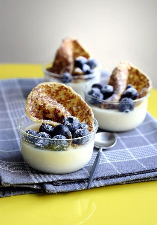 Panna cotta croustillante vanille et myrtilles