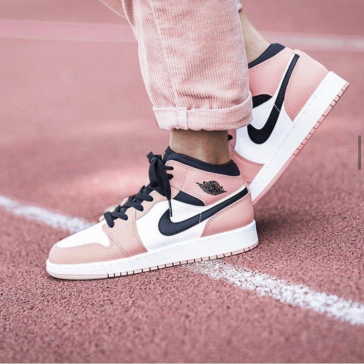 Air Jordan 1 Mid Pink Quartz | Chaussures air jordan, Chaussures ...