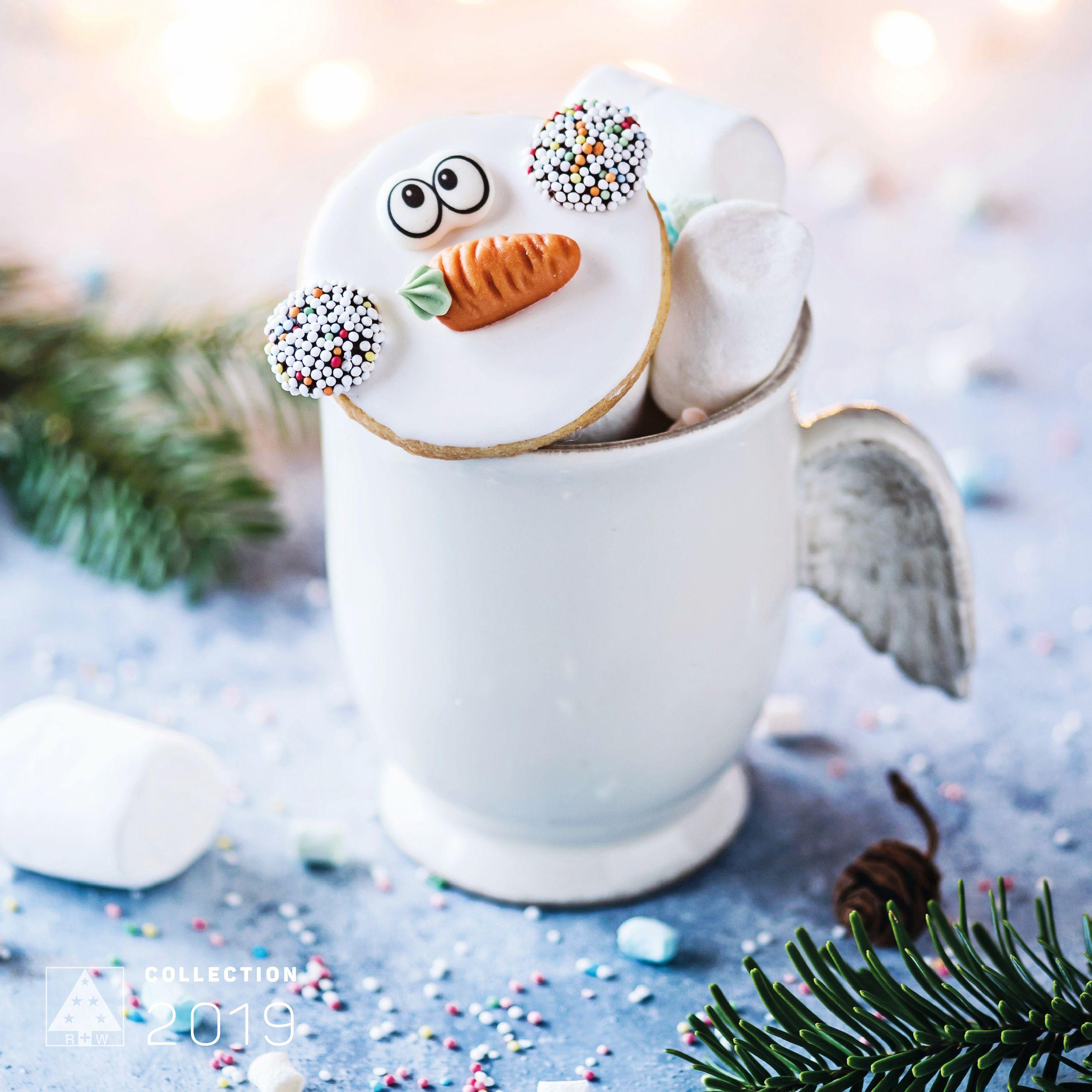 Heiße Schokolade #mug #hotchocolate #marshmallow #royalsilver #silver #shiny #glittery #silber #elegant #glänzend #colortrends #trends2019 #decoration #deko #weihnachtsdeko #christmas #christmasspirit #christmastime #christmasornaments #riffelmacherweinberger #weihnachtsdeko2019trend