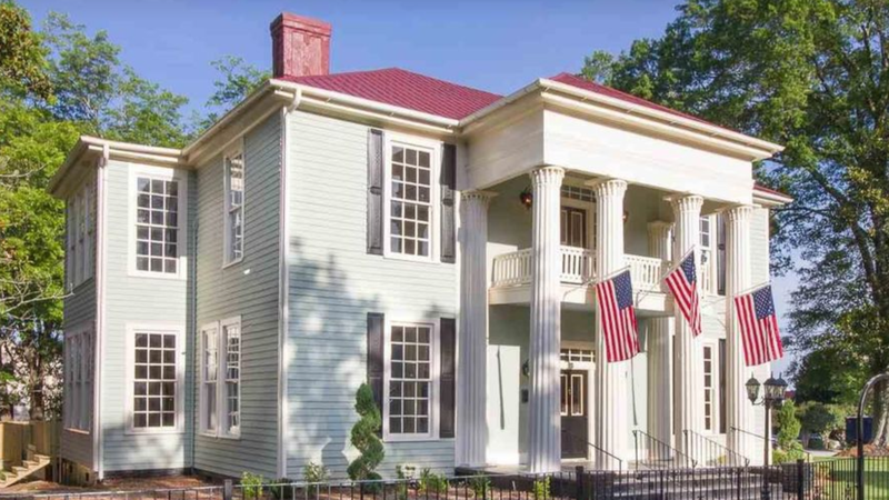 Pin by Roxanne on historical homes Historic home, Old