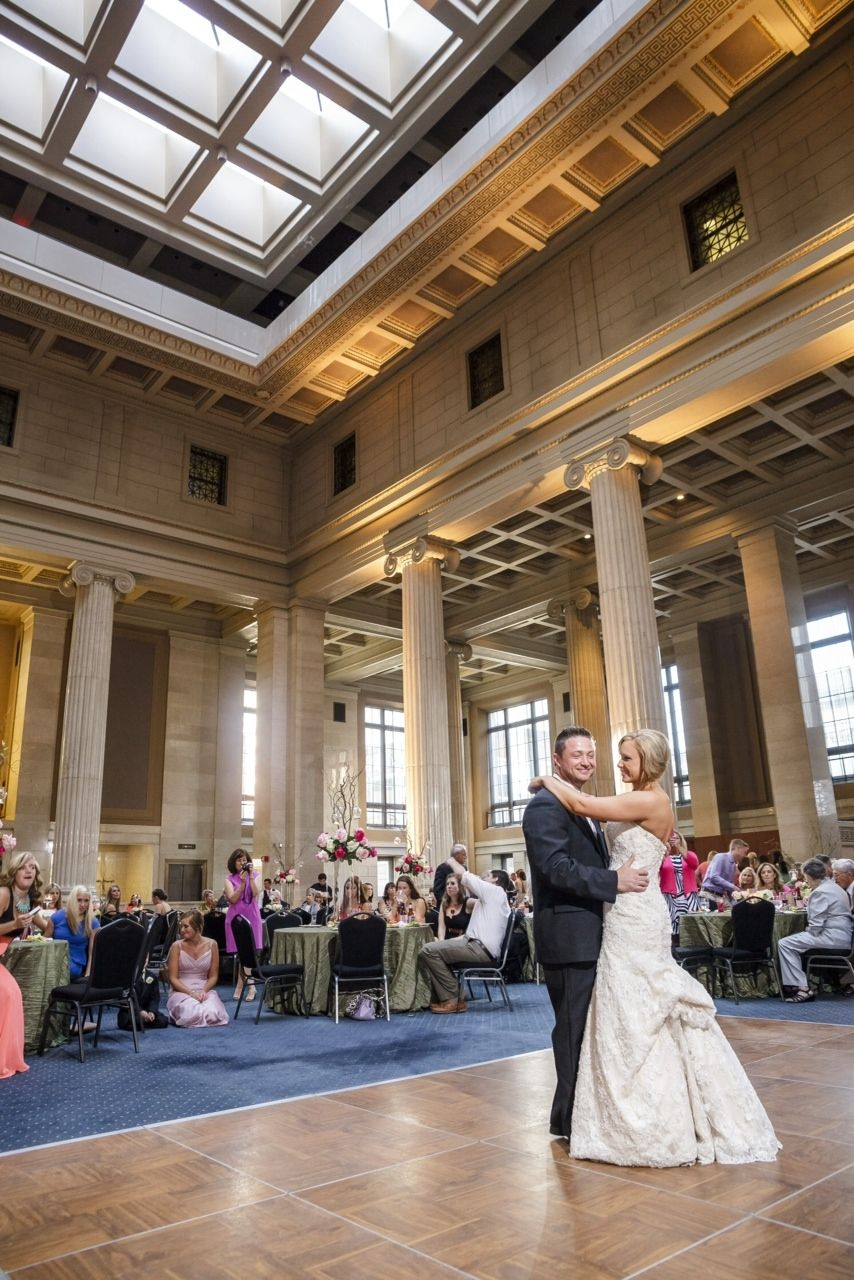 First Dance At The Columns Wedding By Southern Event Planners Memphis Weddings Photo Kevin Barre