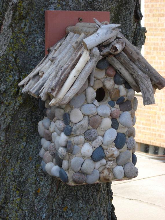 Great stones on birdhouse haustiere futter stationen for Basteltipps gartendeko