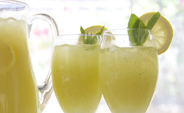 Vodka Honey Lemonade recipe- speckled with fresh mint, honey simple syrup and whole blended lemons. Relaxing, refreshing and oh so yummy! http://www.thefedupfoodie.com