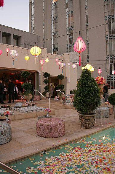 Simple and beautiful party decor.