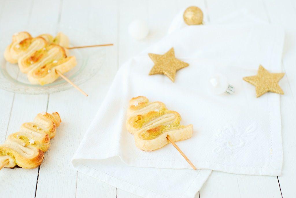 Mini sapins feuilletés à la pistache pour vos table de fête de Noel - http://www.confitbanane.com/ - #christmas