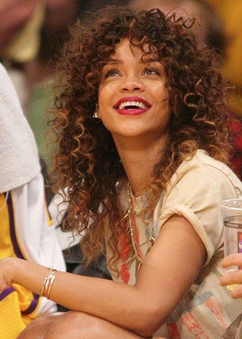 Rihanna S Curly Hair Amazing Hair Pinterest Rihanna Hairstyles Rihanna Curly Hair Curly Hair Styles