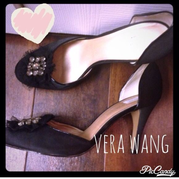 HPVera wang••] heels Only worn once! In fact they still have the price tag on them;)  HP 5.10.15 Blogger Style.⭐️⭐️BUNDLES OF 5 OR MORE LISTINGS ARE 5⃣0⃣% OFF!⭐️⭐️⭐️**buyer responsible for extra shipping if applicable** Vera Wang Shoes Heels