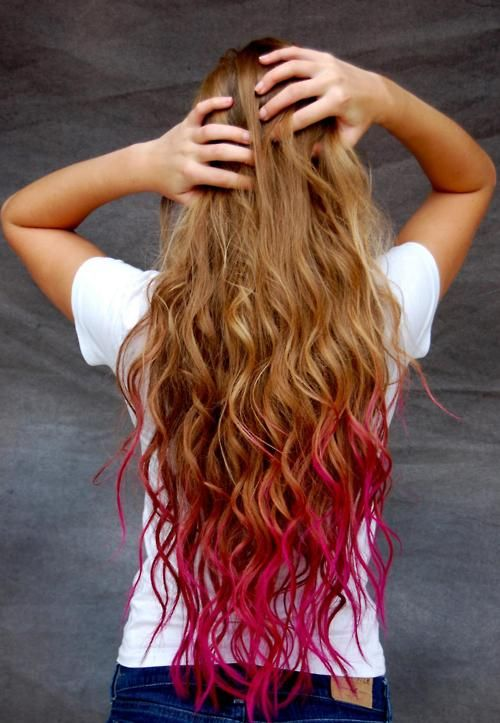 Strawberry Colored Tips This Looks So Great On Blonde Hair But I Wonder How It Ll Look With My Brunette Hair Hair Styles Dip Dye Hair Temporary Hair Color