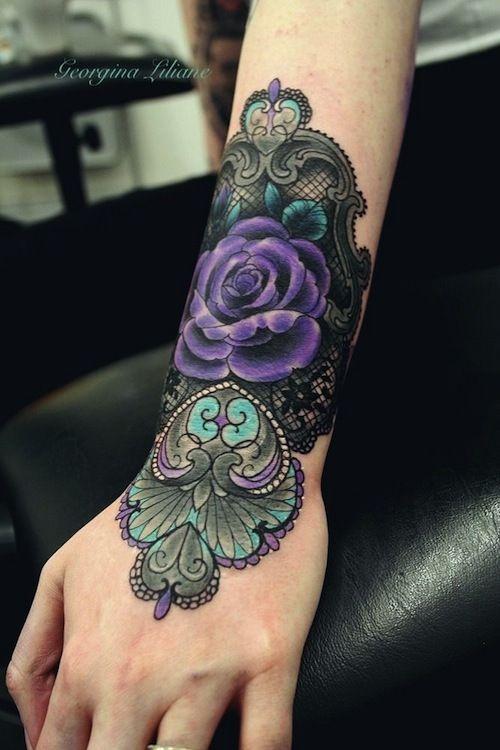 Ich Finde Die Farben Etwas Zu Dunkel Aber Das Motiv Ist Toll Mit Bildern Tatowierungen Einfache Rose Tattoo Schwarze Spitze Tattoo
