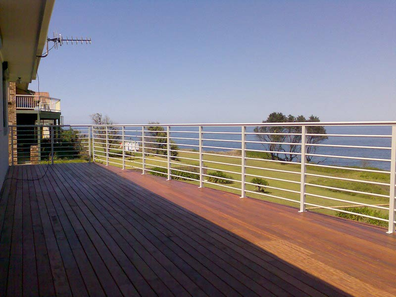 Picket Balustrade 9 D T Balustrade Systems In Unanderra Nsw Pool Enclosures Swimming Pool Enclosures Stainless Steel Balustrade