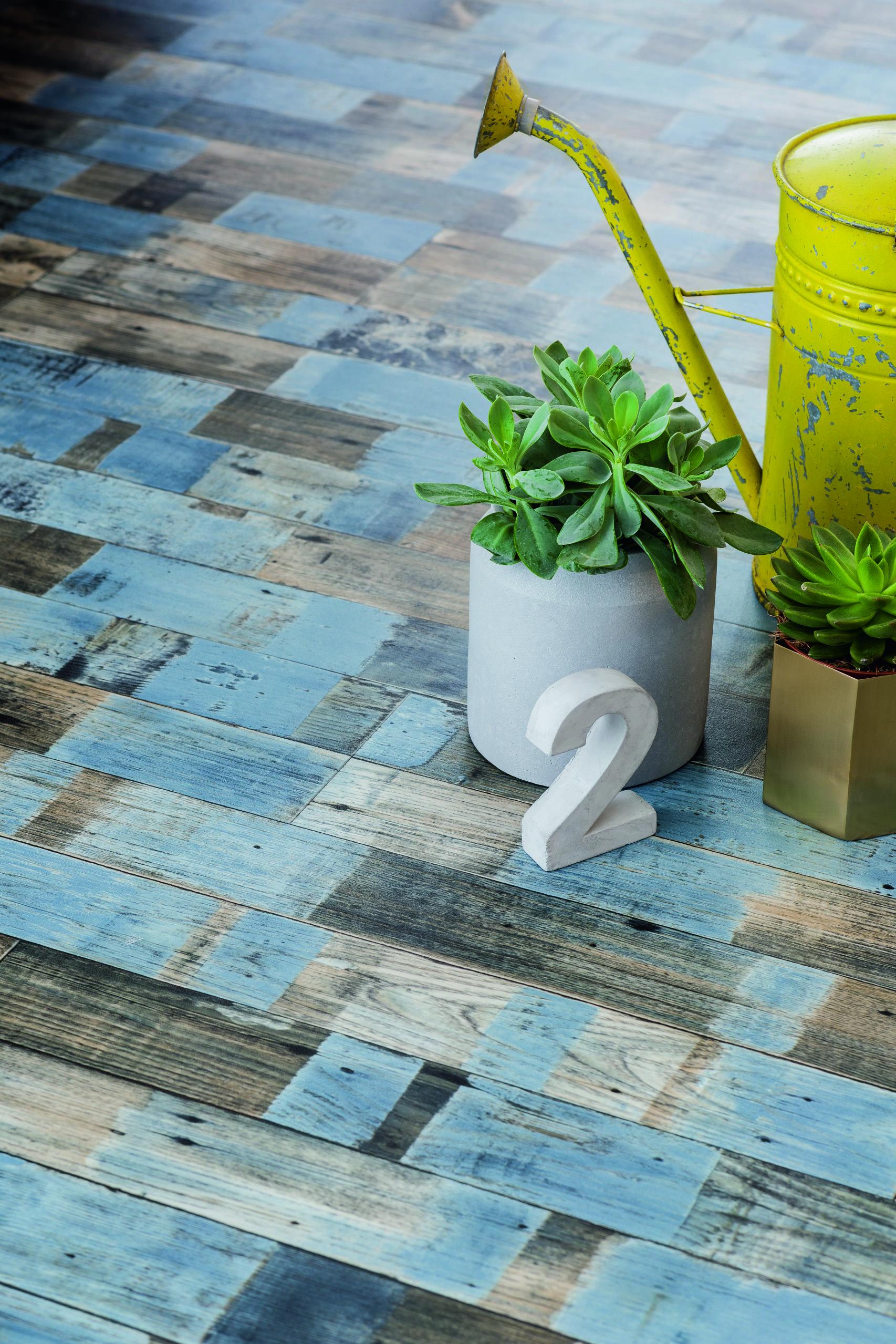 Le sol vinyle parquet bleuté est un beau mélange d authenticité et