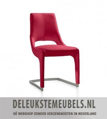 Deze design sleestoel van het merk Henders & Hazel is een echte must-have. Hij is uitgevoerd in Tatra kunstleder met contrast stiksel en een roestvrij stalen slede poot. Dit fraaie kunstleder is geschikt voor intensief woongebruik. Kortom deze moderne stoel mag in jouw interieur niet ontbreken!