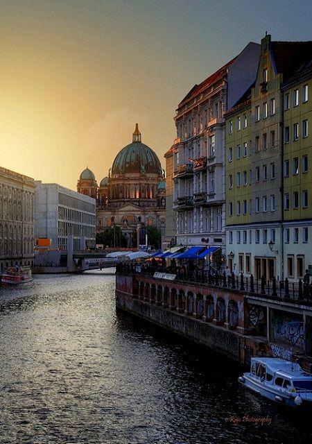 Going This July Can T Wait River Spree With Berlin Cathedral Berlin Germany Reisen Reisen Deutschland Europa Reisen