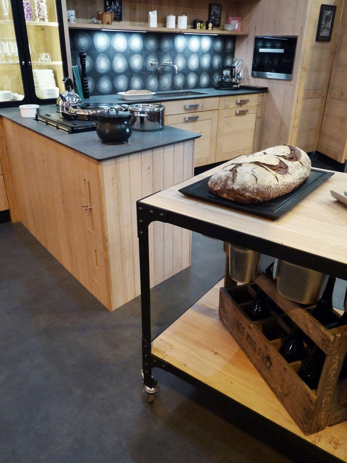 Atelier culinaire cuisine ch ne massif clair desserte plan de travail mobile structure acier - Plan de travail cuisine noir ...
