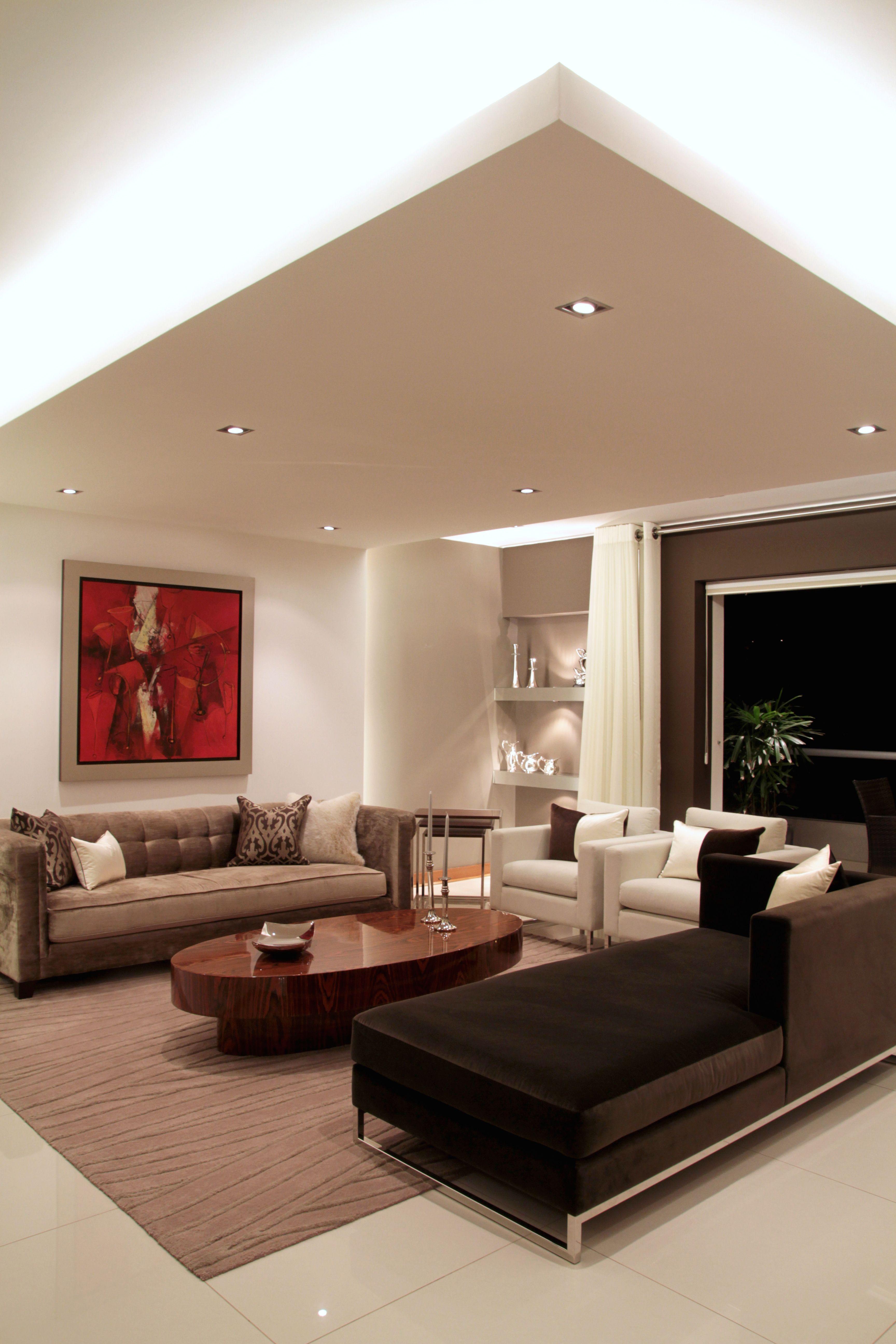 Vista del recibo y del falso techo con iluminaci n - Iluminacion para techos bajos ...