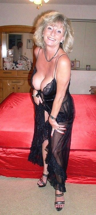 Horny mature woman in movies — img 7