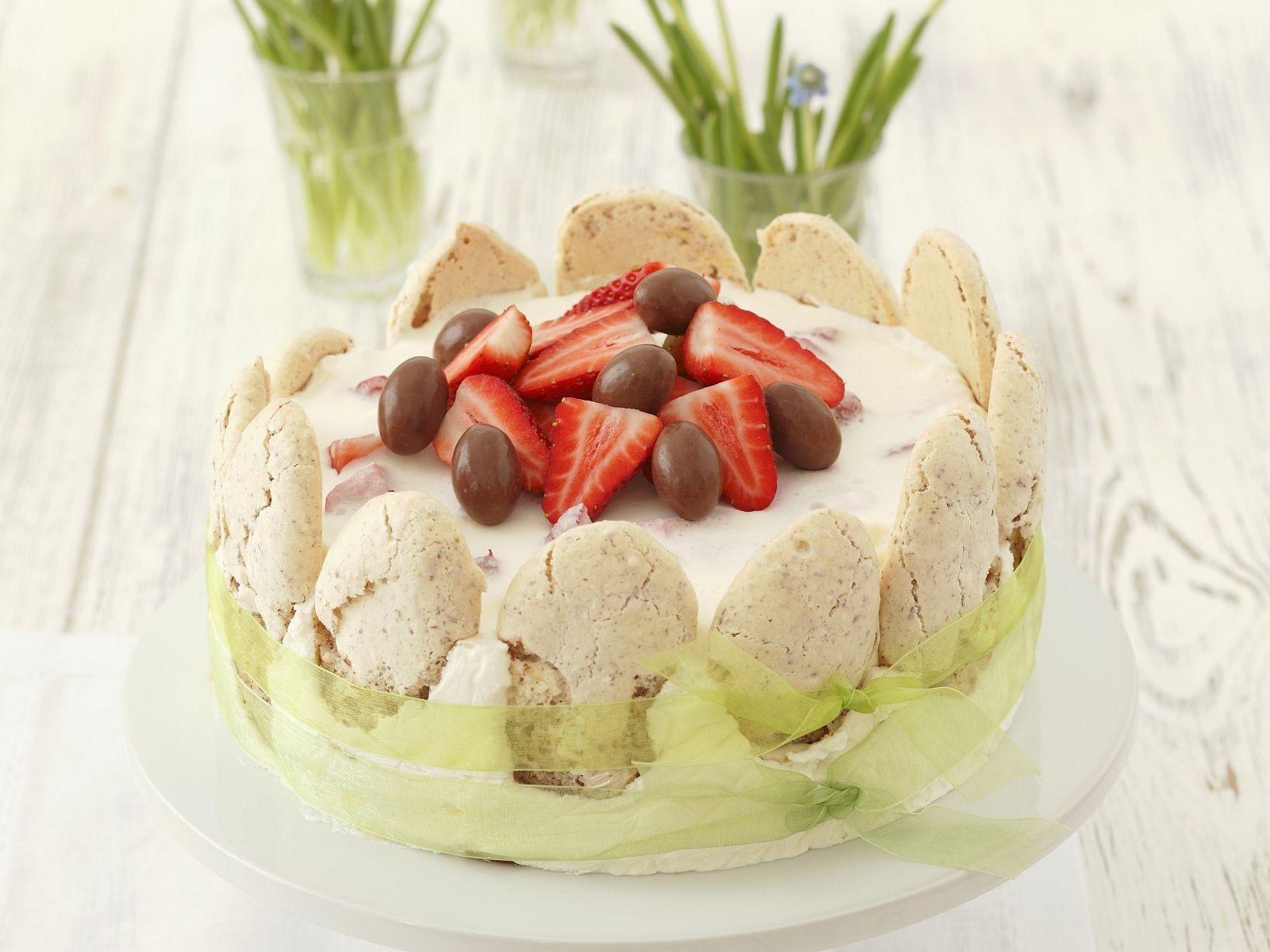 Raffinierte Ostertorte mit Erdbeeren Rezept