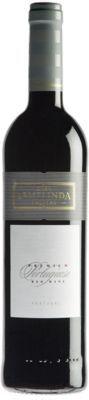 CEF Premium D.O. Palmela Donkerrode kleur met tonen van rood fruit en subtiele houtinvloed.  Naarmate de wijn oudert meer gedroogd fruit en kruidigheid.  Droog, zacht en fruitig met goede structuur en fijne tannines. € 9,49 http://www.beluwijnen.nl/Portugese-wijnen/peninsula-de-setubal