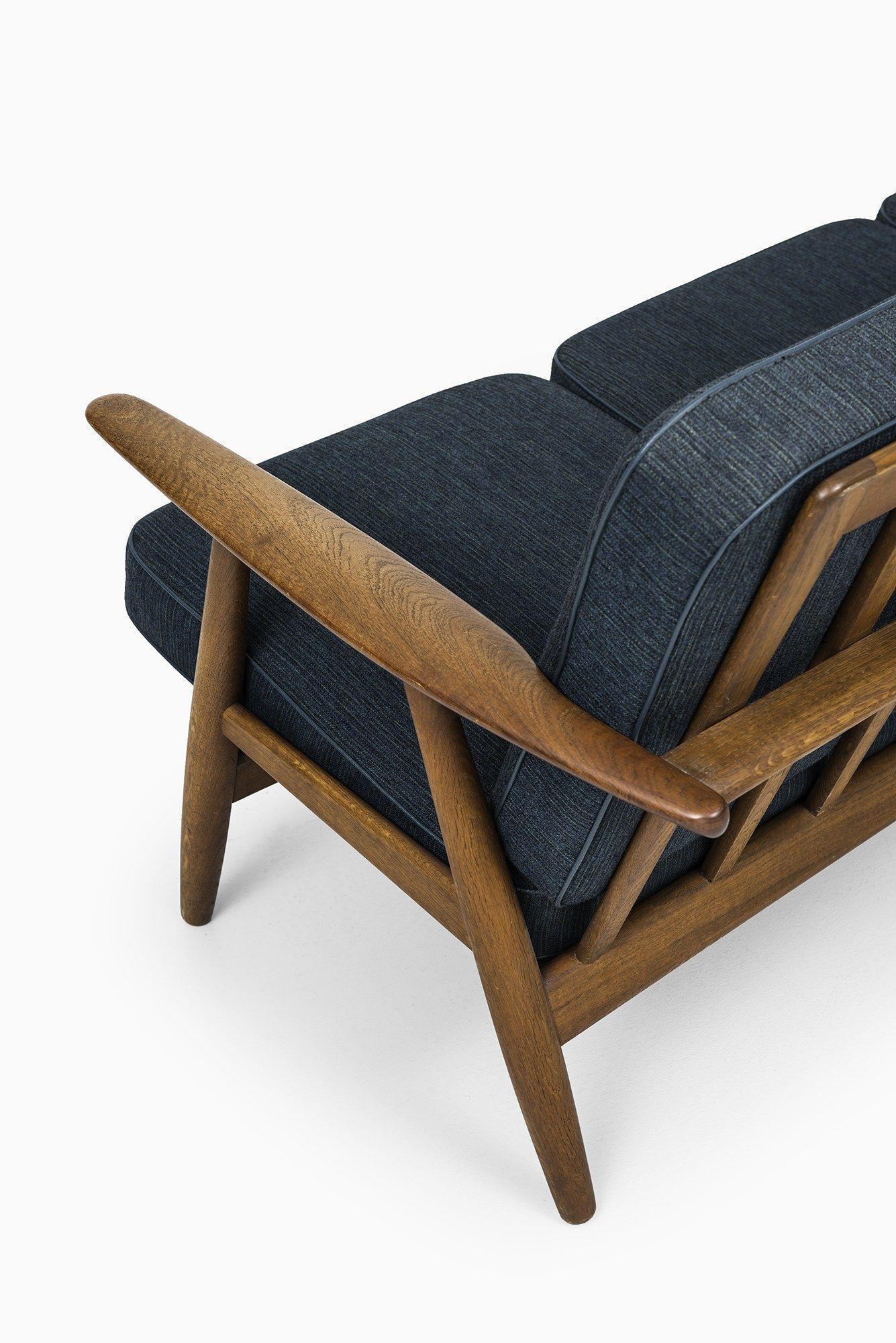 Hans Wegner sofa model GE 240 by Getama at Studio Schalling