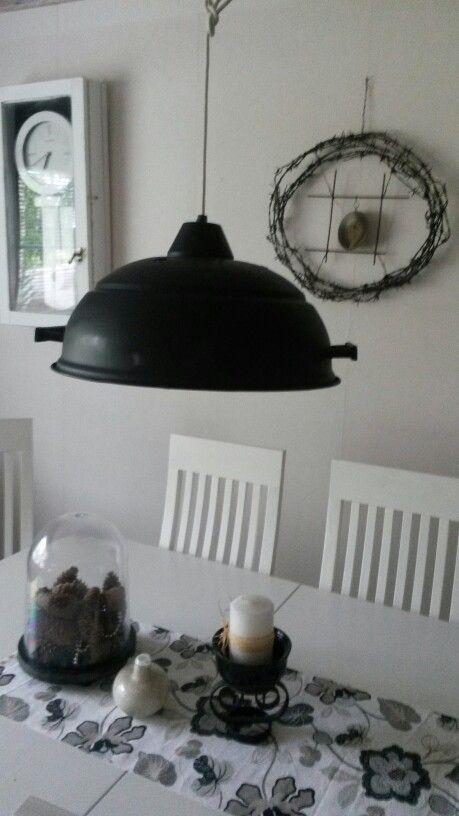 Lampunvarjostin pallogrillin kuvusta...