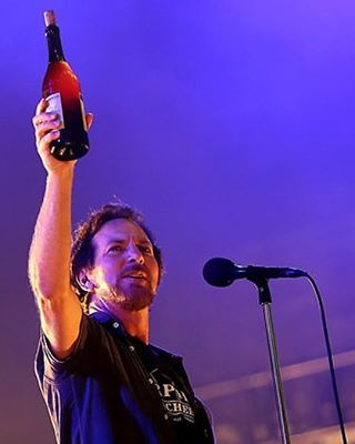 Things are settling back to normal after the insanity of Chicago.  I'm so grateful I got to witness 2 more amazing @pearljam shows.  Euro dates for next spring would be wonderful.  Come on #PearlJam, show Europe some love.  #EddieVedder #PJWrigley #Chicago #Cubs