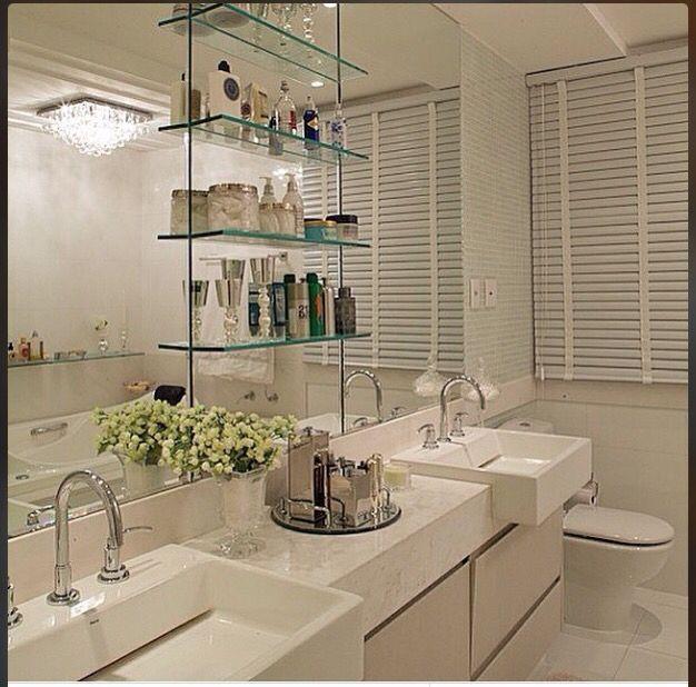17 banheiros incríveis com acessórios e prateleiras de vidro  Casa nova  Pi -> Banheiro Decorado Com Bancada De Vidro