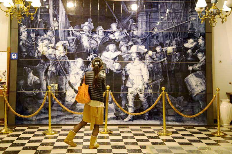 Was jij daar al: Royal Delft Porcelyne Fles Van die plaatsen, waar je eigenlijk alleen heen gaat als je bijvoorbeeld kennissen of familie uit het buitenland op bezoek krijgt.   Read more http://trendbubbles.nl/jij-daar-al-royal-delft-porcelyne-fles/ @royaldelft #delftsblauw