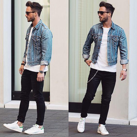 Tenue Veste en jean bleu clair, T,shirt à col rond blanc, Jean noir,  Baskets basses en cuir blanches