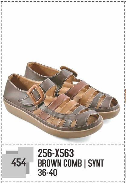 Pin Di Sepatu Casual Wanita