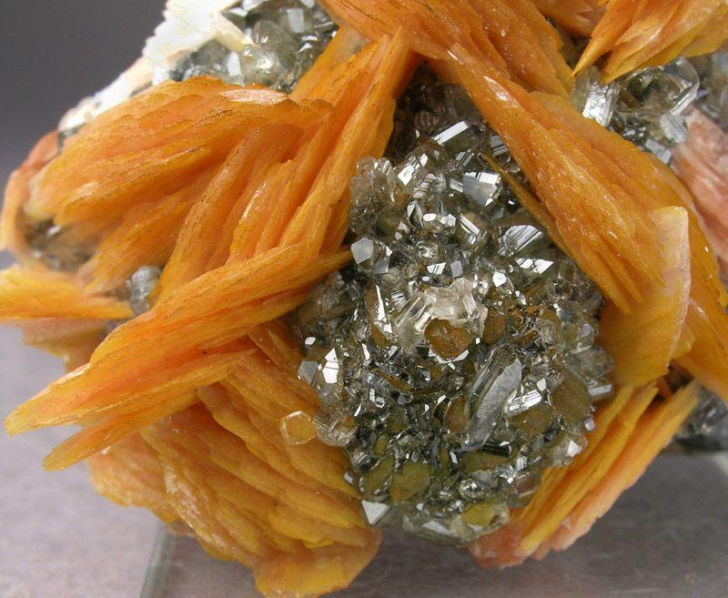 Cérusite avec Baryte orange Mibladen, Khenifra, Morocco  Gemmy Cerussite Crystals with salmon-orange Barite