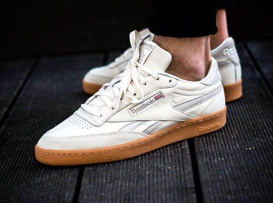 sale retailer a093d 5f7aa Comment acheter la Reebok Revenge Plus Gum White Sand Stone (prix    99.95€), une chaussure basse pour homme   Sa date de sortie en France est  le vendredi 23 ...