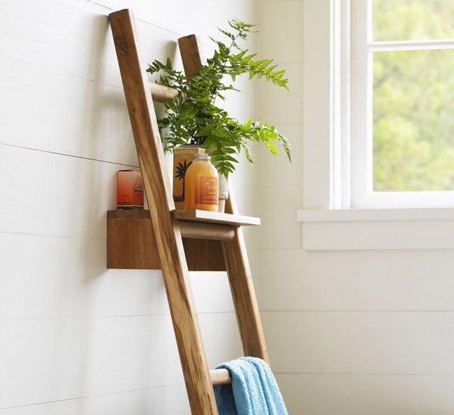 Una escalera para el ba o que hace las veces de estanter a - Estanterias para bano ...
