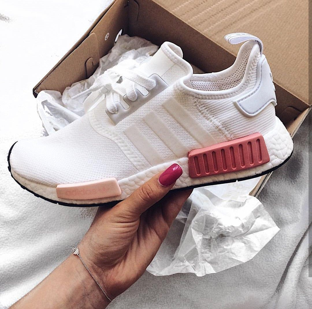 Adidas Originals Nmd In White Pink Weiss Pink Foto Tesoro Laura Instagram Rosa Nike Schuhe Schuhe Damen Frauenschuhe