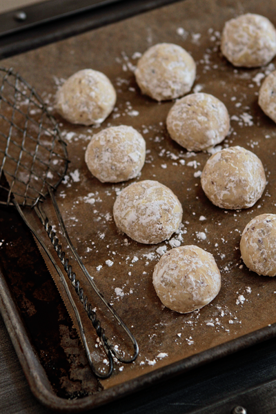 Snowball Cookies - a holiday must-have.