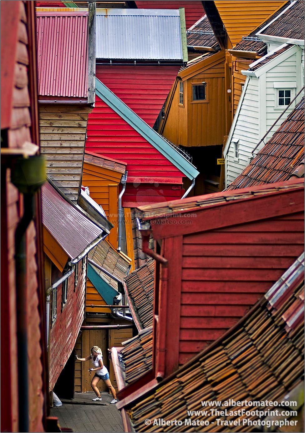 Best Nordic Houses Bergen Norway In 2020 Roof Colors 400 x 300