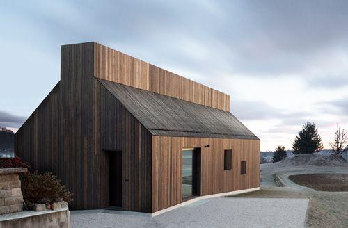 archetypen neu kombiniert wohnhaus in logatec wohnhaus magazin und giebelhaus. Black Bedroom Furniture Sets. Home Design Ideas