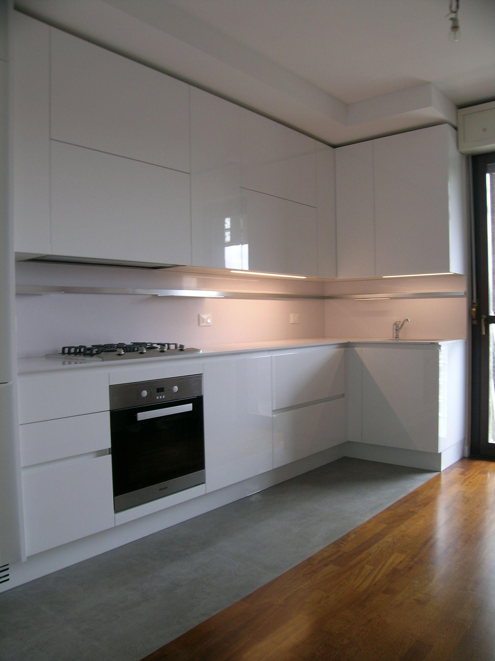cucina ernestomeda emetrica in laccato lucido bianco con piano e ...