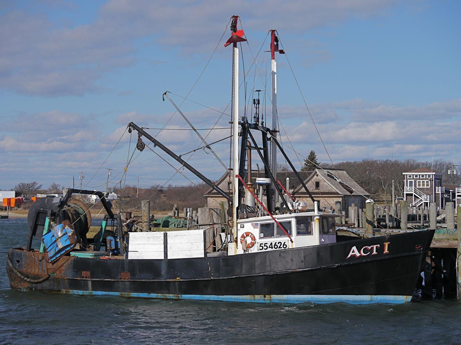 The trawler act 1 at town dock montauk ny montauk 39 s for Fishing boats long island