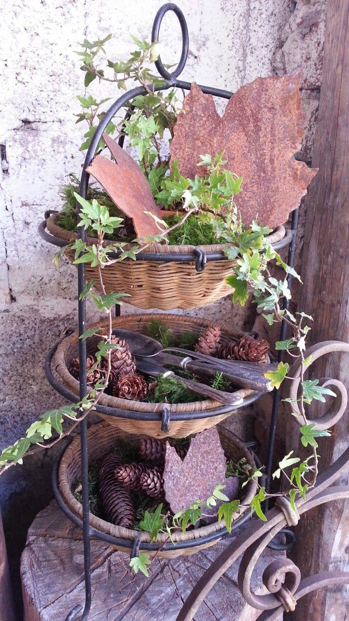 Die Gartendekoration Im Oktober Hat Viele Schone Seiten Die Sommerpflanzen Weichen Fur Schone Herbstpflanzen Sommerpflanzen Gartendekoration Garten