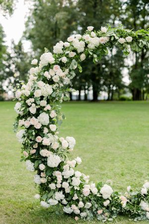 An Elegant Late Summer Wedding in Muted Tones at Chateau Ratměřice images