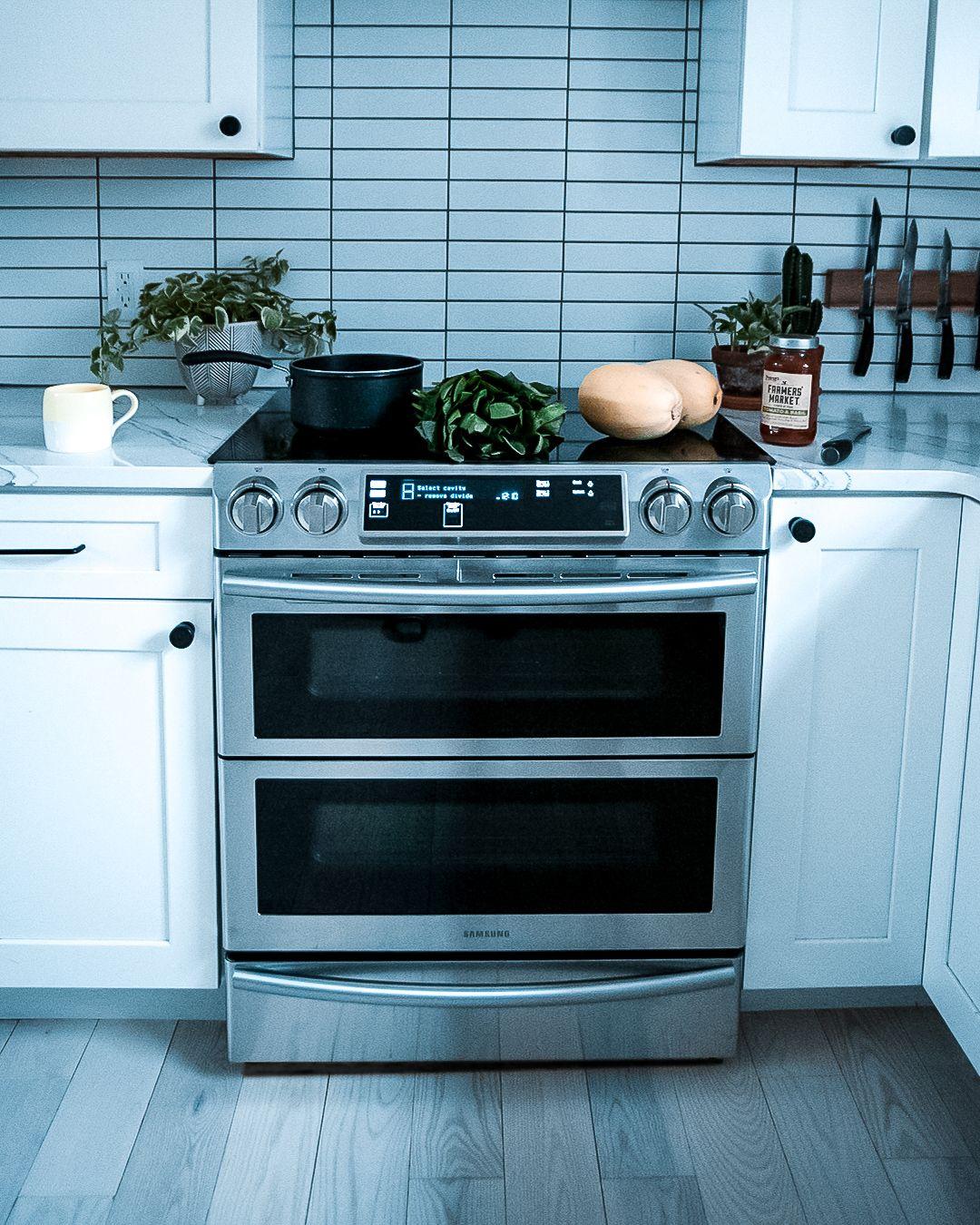 5 8 Cu Ft Slide In Electric Range With Flex Duo Dual Door In Black Stainless Steel Range Ne58k9850wg Aa Samsung Us Kitchen Design Modern Kitchen Design Modern Kitchen