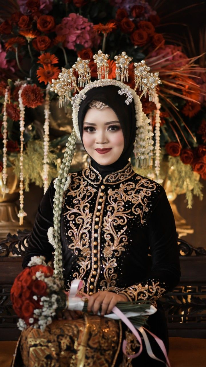 Foto Pengantin Jawa : pengantin, Pengantin, Muslim, (Hijab), Wanita,, Pengantin,