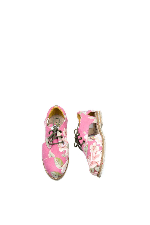 9a6f8744c Sapatos veganos e artesanais, feitos a partir da reutilização de roupas  vintage. Venda online e frete grátis para todo Brasil.