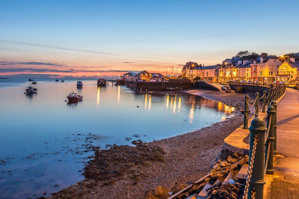 Anochecer en Aberdyfi. Parte del encanto de Gales tierra llena de magia #aberdyfi #gales #wales #anochecer #sunset