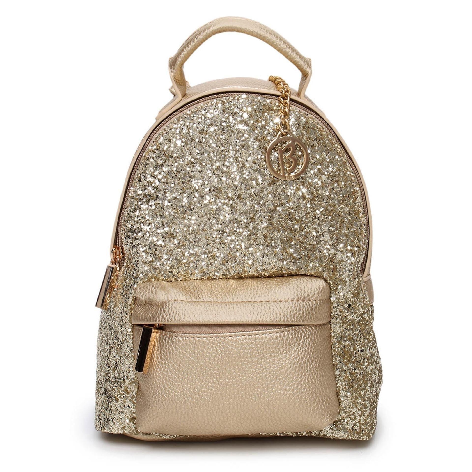 Mochila é a bolsa moderninha da vez, veja como as famosas estão usando 65b8ef9d06