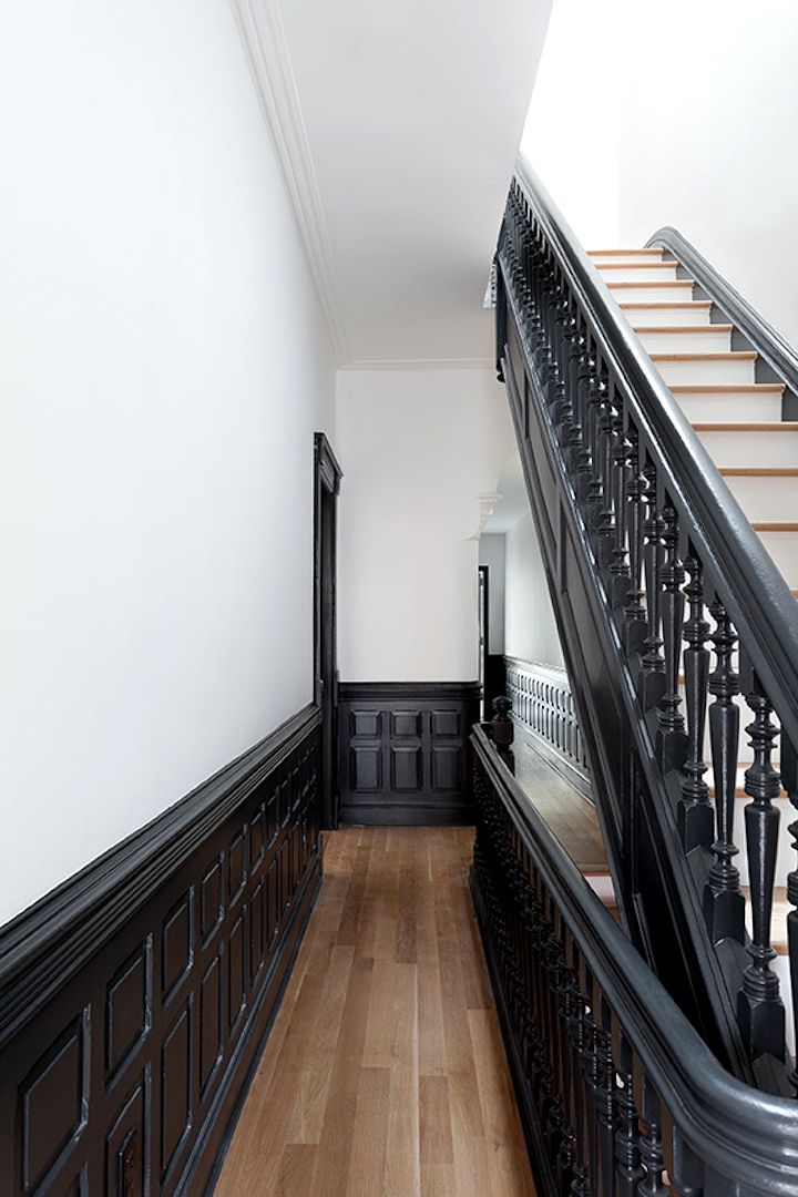Noir et blanc 15 id es d co pour un look scandinave tr s chic townhouse staircases and for Deco couloir noir et blanc