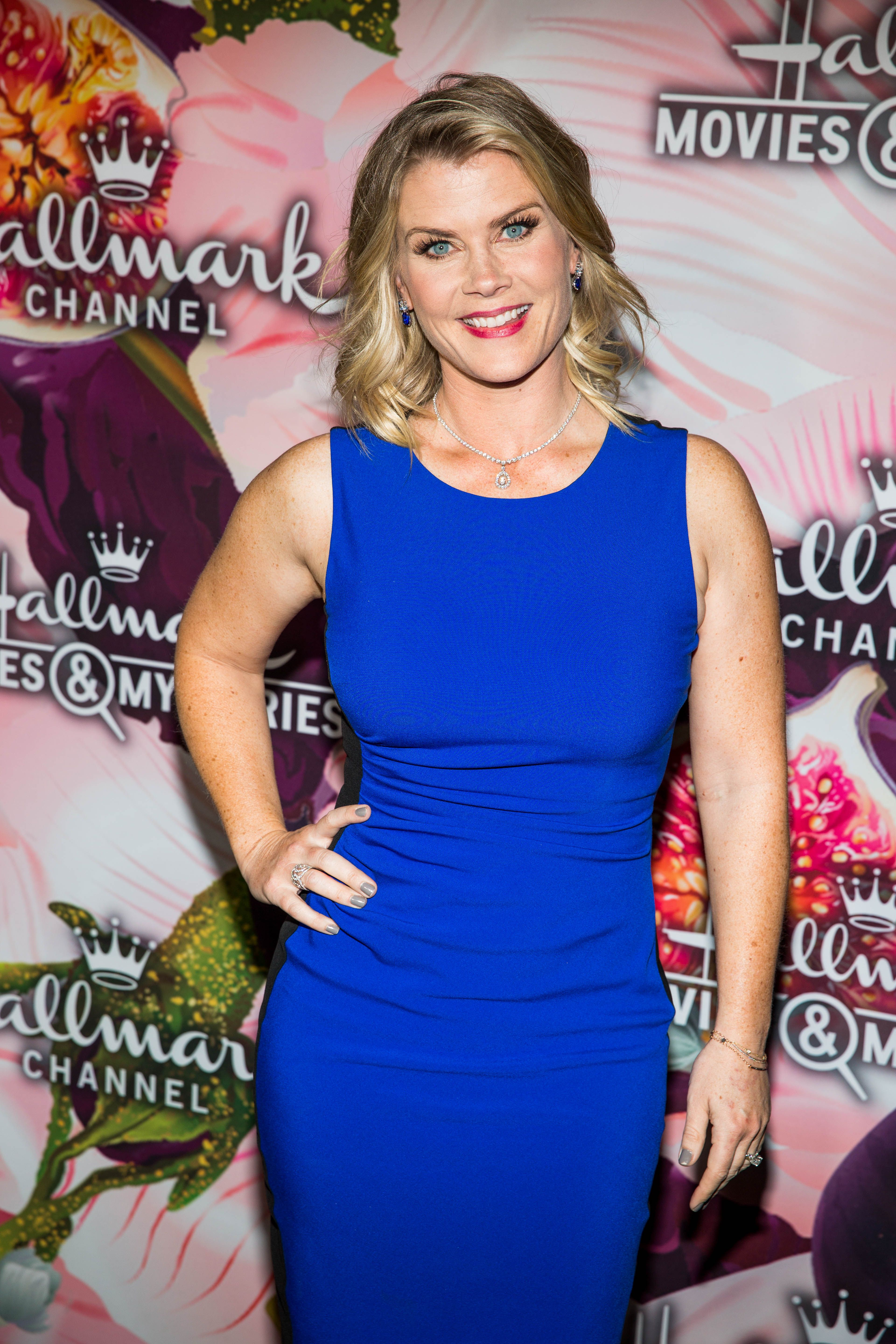 Christmas At Holly Lodge Cast.Alison Sweeney Starred In Christmas At Holly Lodge Her