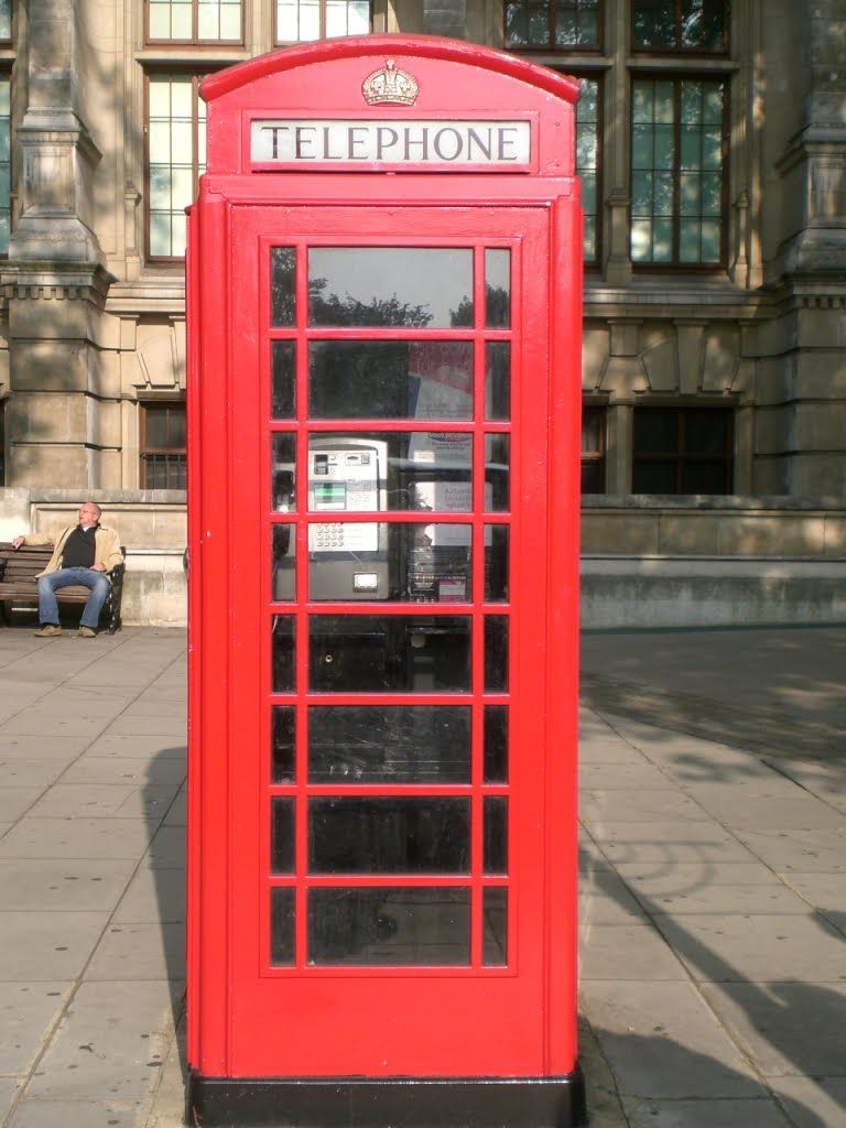 In 1935 the K6 (kiosk number six) was designed to commemorate the silver jubilee of King George V.  By Sir Giles Gilbert Scott